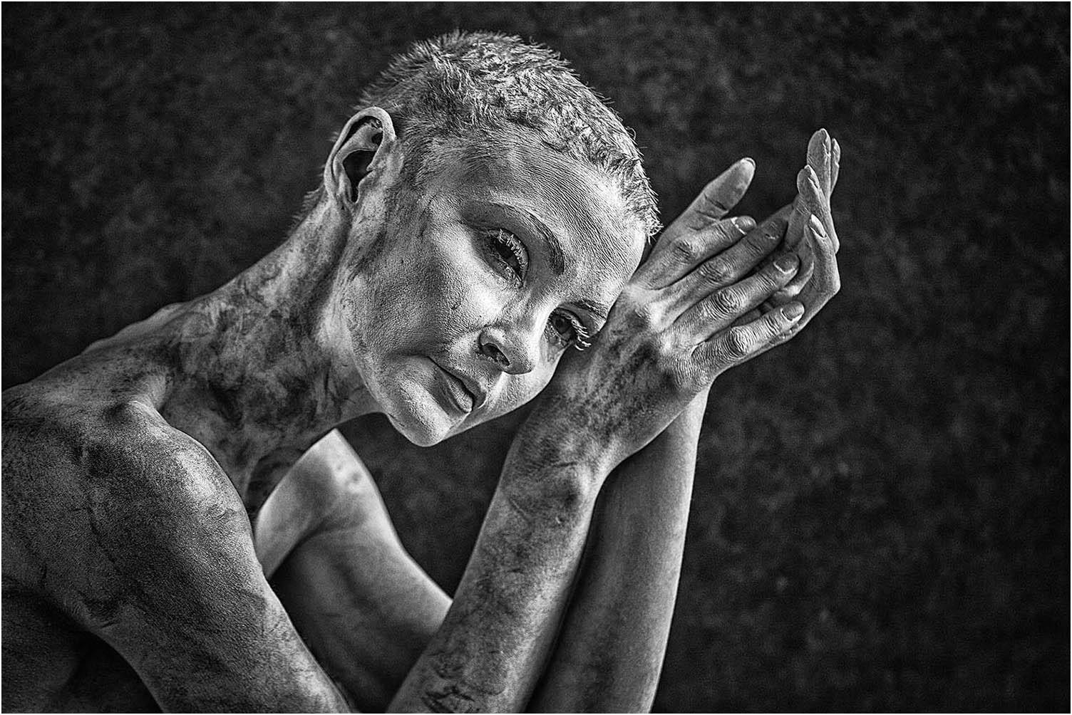 """Carniti Maria Teresa """"Mani di donna 3"""" (2020) - Truciolo di legno - Premio soci 3C"""